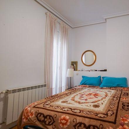 Rent this 2 bed apartment on Parroquia Nuestra Señora del Rosario de Filipinas in Calle del Conde de Peñalver, 40