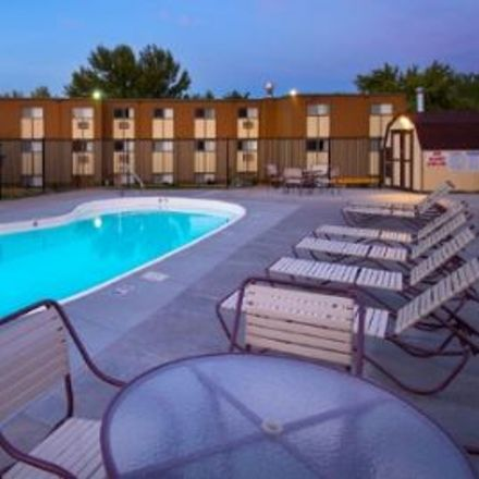 Rent this 3 bed apartment on Sierra Vista Parking Lot Road in Thornton, CO 80229