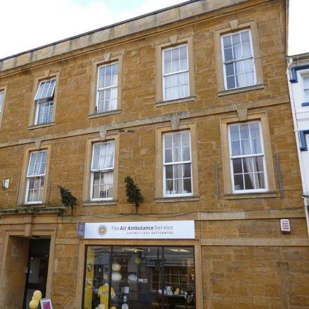 Rent this 2 bed apartment on Quinns Footwear in 25 High Street, Daventry NN11 4BG