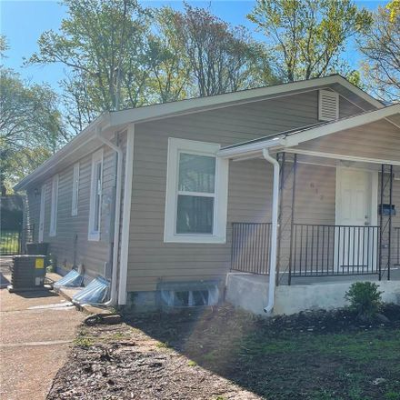 Rent this 3 bed house on 812 North Elm Avenue in Webster Groves, MO 63119