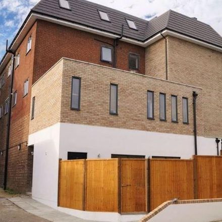 Rent this 2 bed apartment on Barry House in High Street, Hertsmere EN6 5AJ
