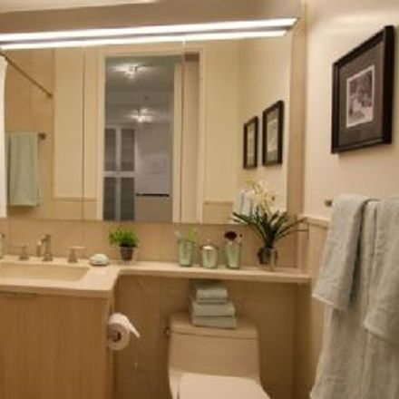 Rent this 3 bed apartment on 475 East 72nd Street in New York, NY 10021