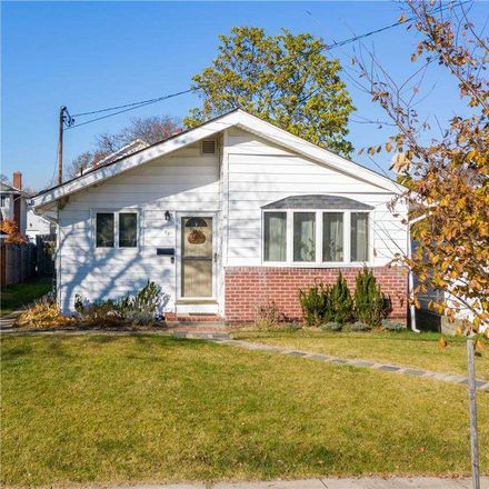 Rent this 3 bed house on 83 Lee Avenue in Babylon, NY 11702