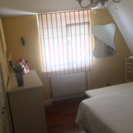 Rent this 8 bed room on Calle Pedro Rodríguez-Parets in 39012 Santander, Cantabria