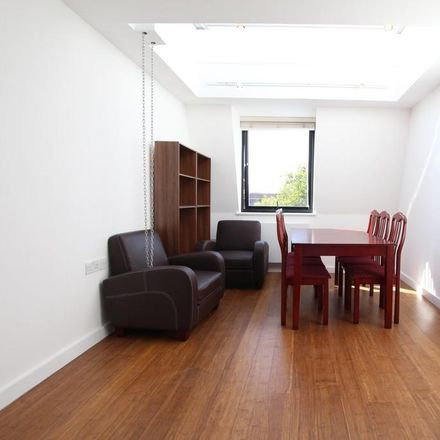 Rent this 2 bed apartment on London E5 9SA