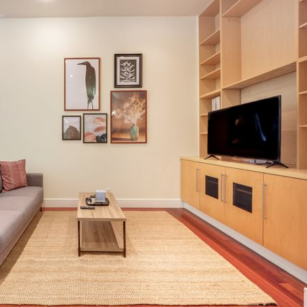 Rent this 3 bed condo on 600 De Haro Street in San Francisco, CA 90103