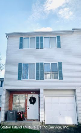 Rent this 2 bed townhouse on 124 Ilyssa Way in New York, NY 10312