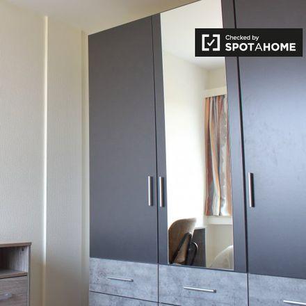 Rent this 2 bed apartment on Institut Redouté-Peiffer in Avenue Marius Renard - Marius Renardlaan 1, 1070 Anderlecht