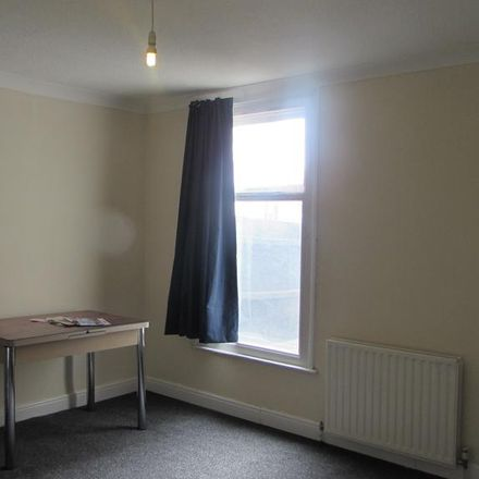 Rent this 3 bed house on Charter School Playground in Harwoods Road, Watford WD18 7BG