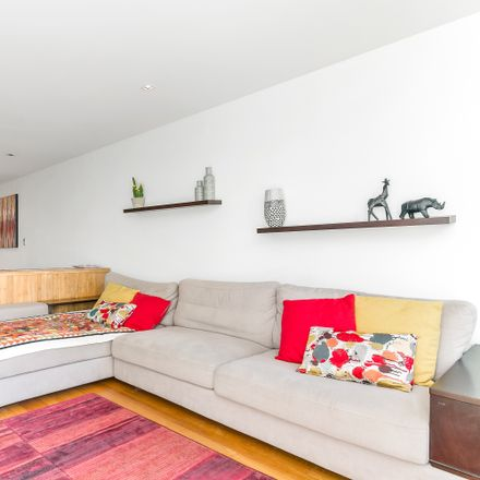 Rent this 2 bed apartment on 8/7-11 Henderson Street