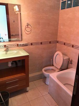 Rent this 4 bed room on Carrer de Beatriz Tortosa in 46021 Valencia, Spain
