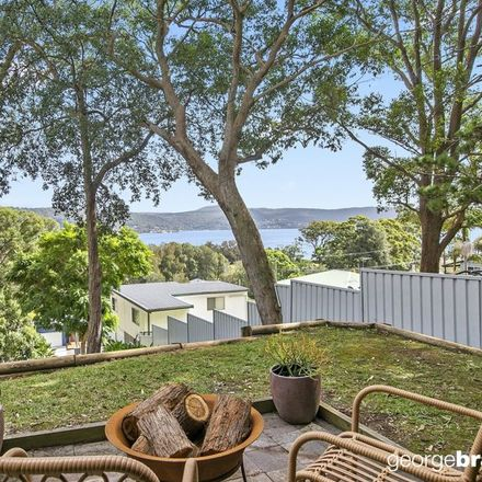 Rent this 4 bed house on 158 Steyne Road
