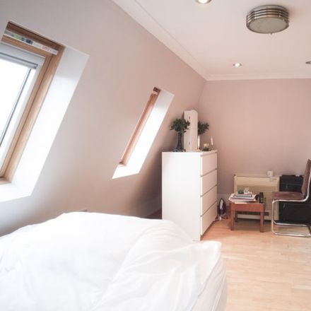 Rent this 3 bed apartment on National Westminster in A315, London TW7 4DE