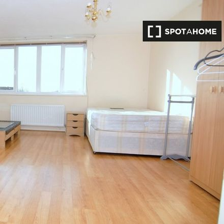 Rent this 3 bed apartment on Van Gogh Court in 89 Amsterdam Road, London E14 3UX