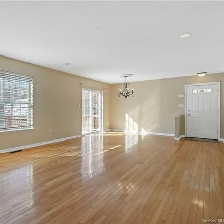 Rent this 3 bed condo on 53 Lexington Way in Middletown, NY 10940