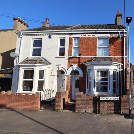 Rent this 3 bed house on Houghton Road in Bedford MK42 9HQ, United Kingdom