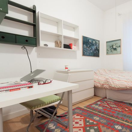 Rent this 2 bed room on Parquímetro in Calle de Fernández de la Hoz, 28001 Madrid