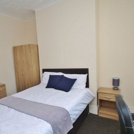 Rent this 4 bed room on 93 Crescent Rd in Middlesbrough TS1 4QR, Storbritannien
