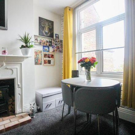 Rent this 1 bed apartment on Platinum Hair Design in Stubbington Avenue, Tipner PO2 0NB