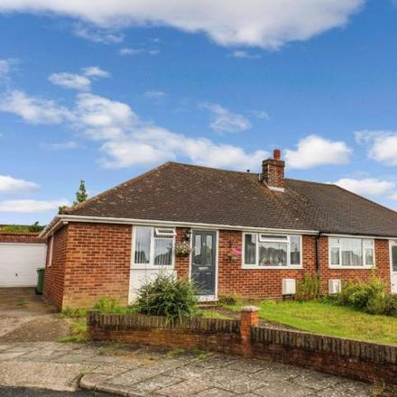 Rent this 3 bed house on Vespers Close in Luton, LU4 0ND