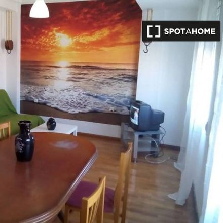 Rent this 2 bed apartment on 217 Nou d'Octubre - Pintor Stolz in Carrer del Pintor Stolz, 46018 Valencia