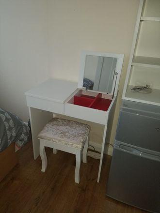 Rent this 7 bed room on 29 Bramble Rd in Luton LU4 9LU, UK