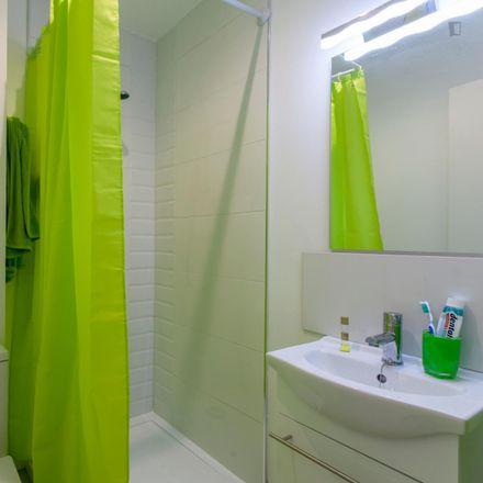 Rent this 5 bed room on Centro de Educación Permanente de Adultos de Burjassot in Calle José Carsí, 10
