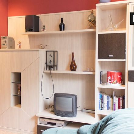 Rent this 2 bed apartment on Calle de Alción in 28001 Madrid, Spain