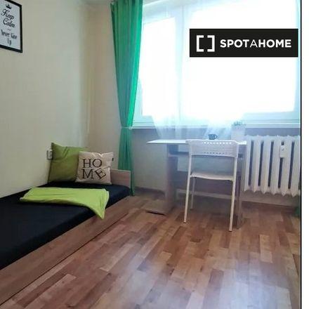 Rent this 3 bed room on Skwer Młodych Plastyków in Aleja Księżnej Jadwigi Śląskiej, 40-871 Katowice
