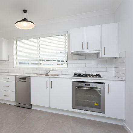 Rent this 2 bed apartment on 5/1 Nellie Street