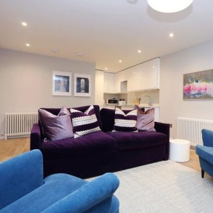 Rent this 3 bed apartment on 10 Union Street in City of Edinburgh, EH1 3LU