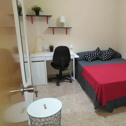 Rent this 5 bed room on Carrer de les Arts Gràfiques in 46010 Valencia, Spain