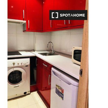 Rent this 1 bed apartment on Breeze in Calle de las Infantas, 9