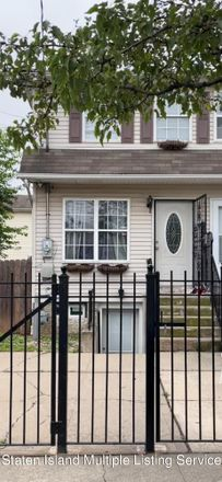 Rent this 3 bed townhouse on 217 Granite Avenue in New York, NY 10303