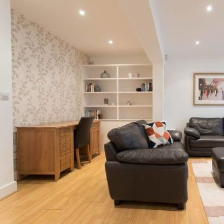 Rent this 3 bed apartment on Screen on the Green in 83 Upper Street, London N1 0NP