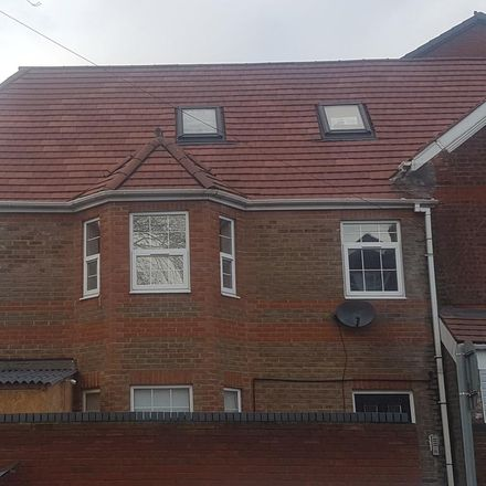 Rent this 1 bed apartment on Anchor Fish & Chips in 161 High Street North, Dunstable LU6 1JW