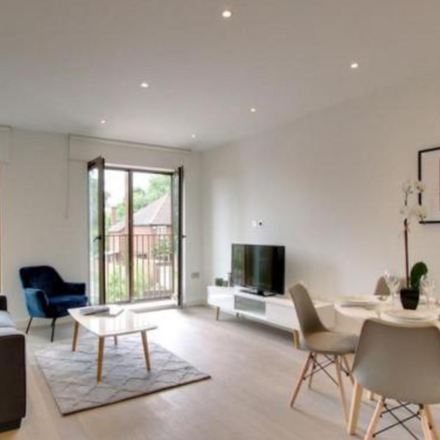 Rent this 2 bed apartment on Ziggurat House in Grosvenor Road, St Albans AL1 3AE