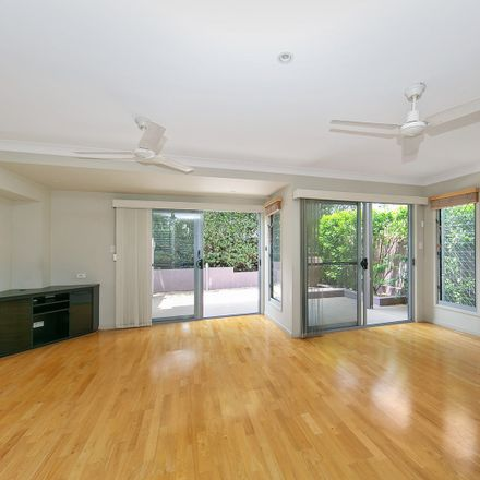 Rent this 4 bed townhouse on 23 Blake Street