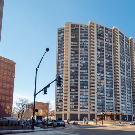 Rent this 2 bed condo on Lake Park Plaza in 3930 North Pine Grove Avenue, Chicago