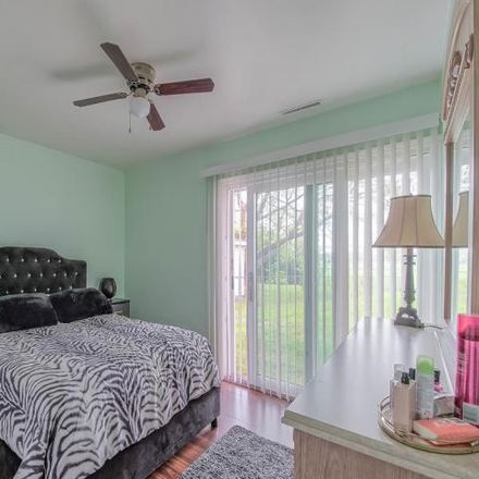 Rent this 3 bed house on 303 Ridge Circle in Streamwood, IL 60107