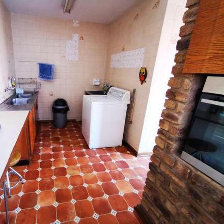 Rent this 7 bed house on 517 Nieuwenhuyzen Street in Elarduspark, Pretoria
