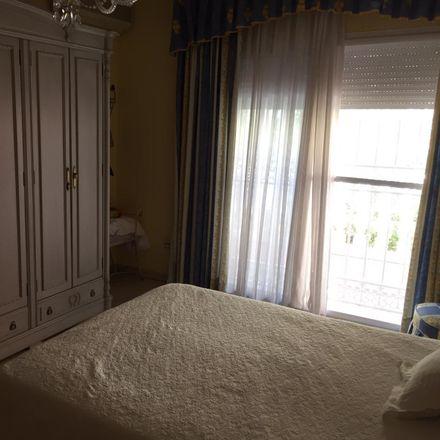Rent this 5 bed room on Calle José Martí in Málaga, España