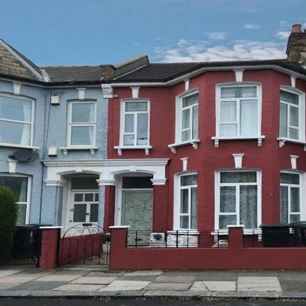 Rent this 3 bed apartment on 71 Carlingford Road in London N15, United Kingdom
