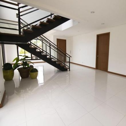 Rent this 4 bed house on Perth in Las Piñas, 1718