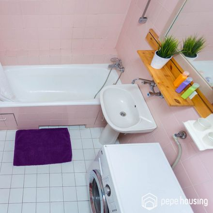 Rent this 3 bed room on Leszno 34/36 in 01-199 Warsaw, Poland