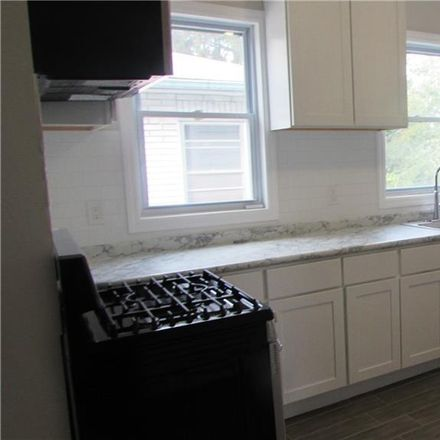 Rent this 3 bed apartment on 146 Vineyard Avenue in Yonkers, NY 10703