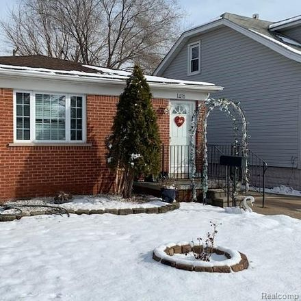 Rent this 3 bed house on College Ave in Lincoln Park, MI