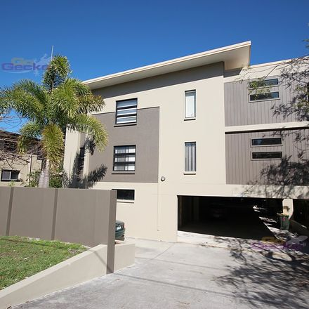 Rent this 2 bed apartment on 2/550 Sandgate Road