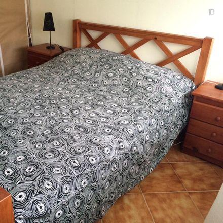 Rent this 3 bed room on Nshark Repair in Avenida 1º de Maio 33, 2825-397 Costa da Caparica