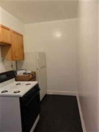 Rent this 3 bed apartment on 2122 E 68th St in Chicago, IL 60649